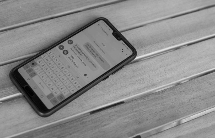 Przesłanki wskazujące na zdradę partnera telefon smsy z kochanką