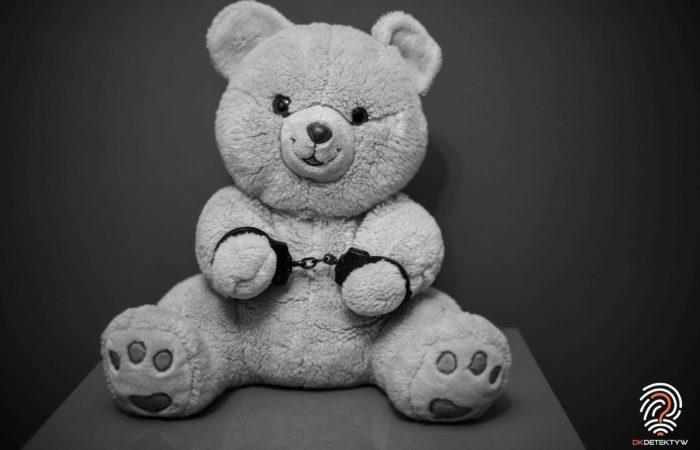Porwanie rodzicielskie miś w kajdankach